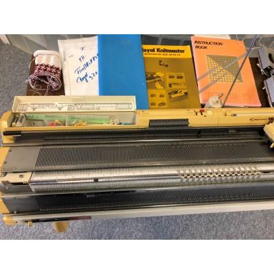 brugt Finstrikker-370 Empisal Knitmaster med patentapparat.-01